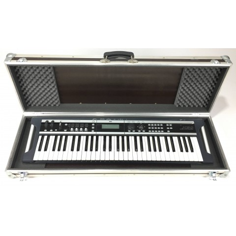Korg X50 61 con flight case